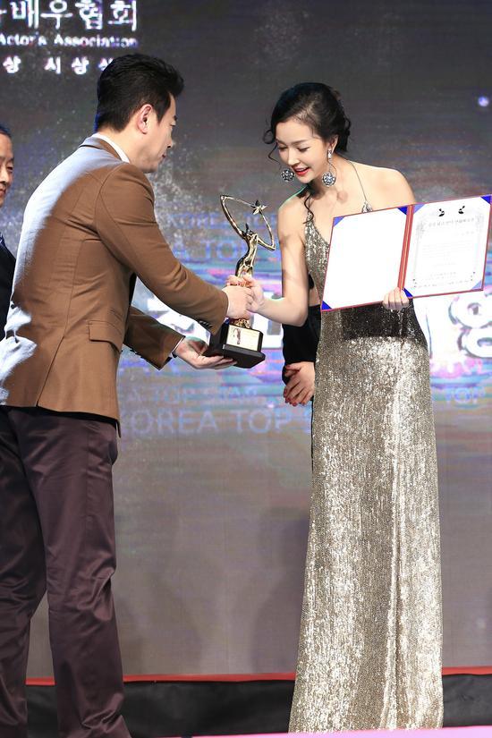 韩国电影演员协会评奖 姚星彤获最受欢迎女演员