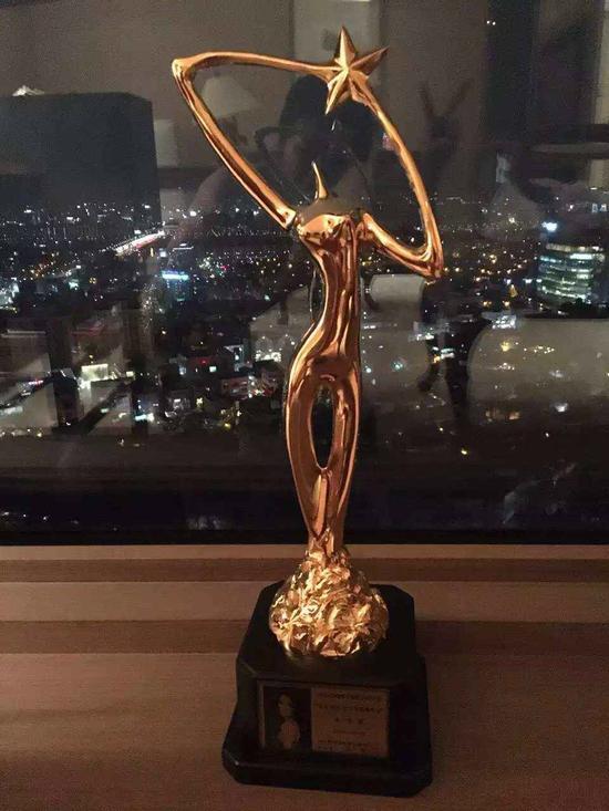 姚星彤获韩国演员协会颁发最受欢迎女演员奖