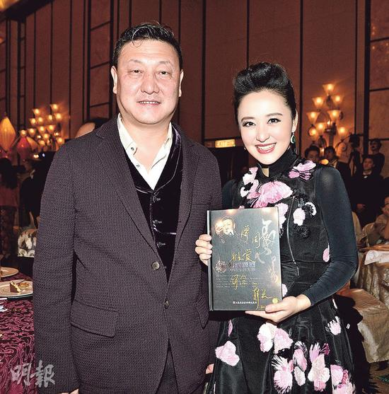 """内地著名歌唱家韩磊(左)与""""国宝级高音天后""""周旋(右)的演出获高度赞扬。"""