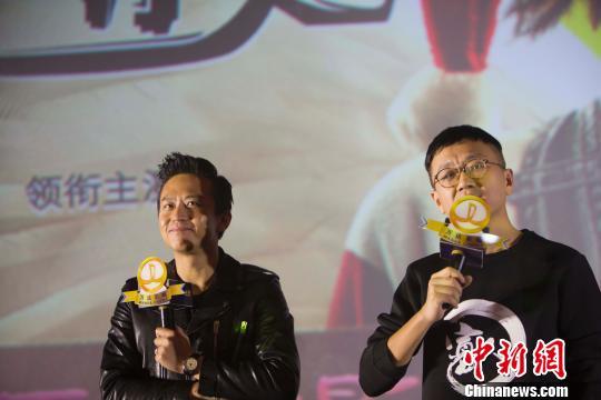 邓超和俞白眉与太原观众互动。