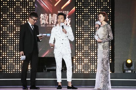 2015新浪微博之夜 邓超获年度影响力人物