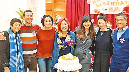 郑佩佩的家人特地飞赴上海祝寿