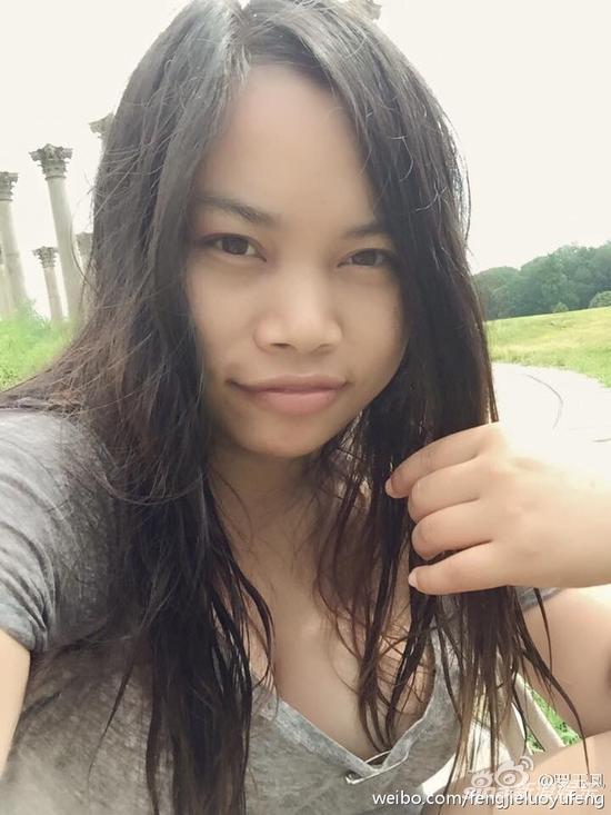 凤姐自拍大秀胸器