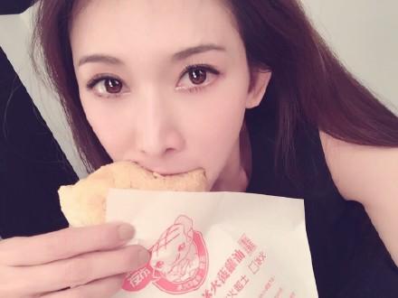 林志玲吃菠萝油