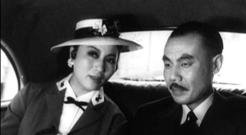 王孝忠扮演的《永不消失的电波》中的日军特务队长
