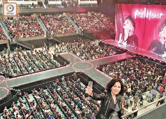 刘嘉玲赞舞台设施是国际级水平。