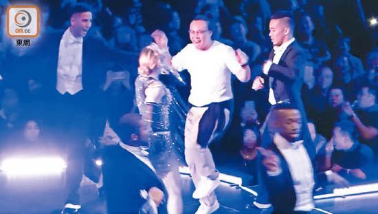 陈奕迅跳舞跳得投入,获得麦当娜慧眼青睐。