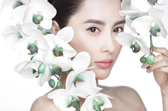 《春欲晚》女主良儿额娘扮演者张熙媛最新写真