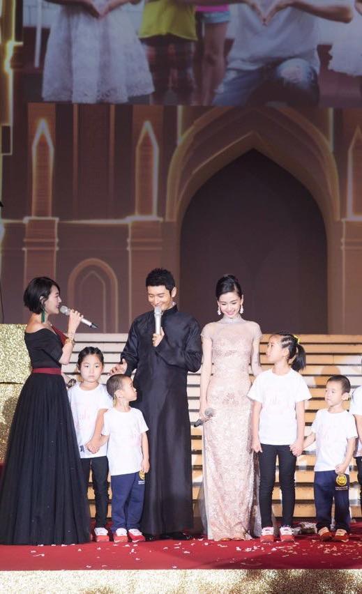 黄晓明Angelababy婚礼资助527个孩子