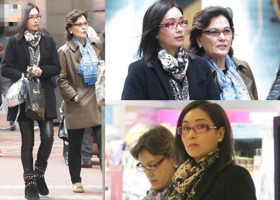 杨恭如与母亲逛街