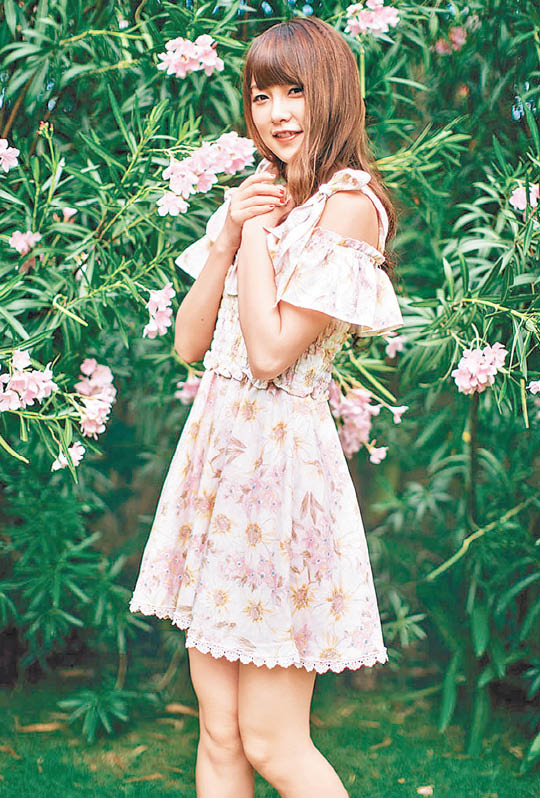 现年23岁的唐安琪样子甜美,还在去年的SNH人气总选中排第28位。