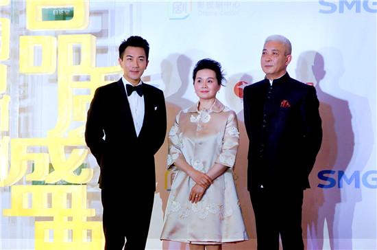 刘恺威与导演阎建钢、主演吴冕亮相红毯