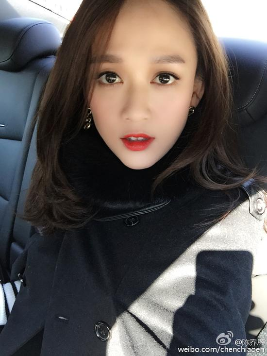 陈乔恩红唇妩媚