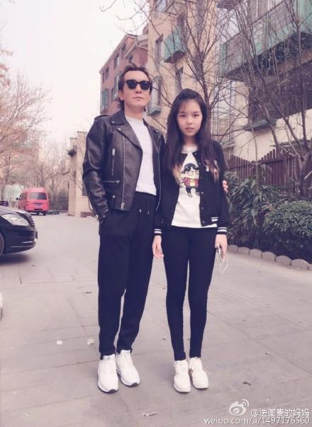 李咏与女儿合影