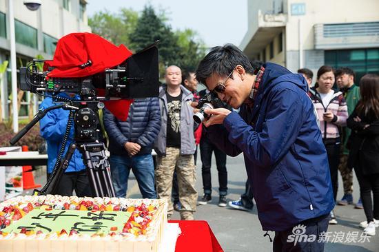 导演杨树鹏用相机记录开机时刻