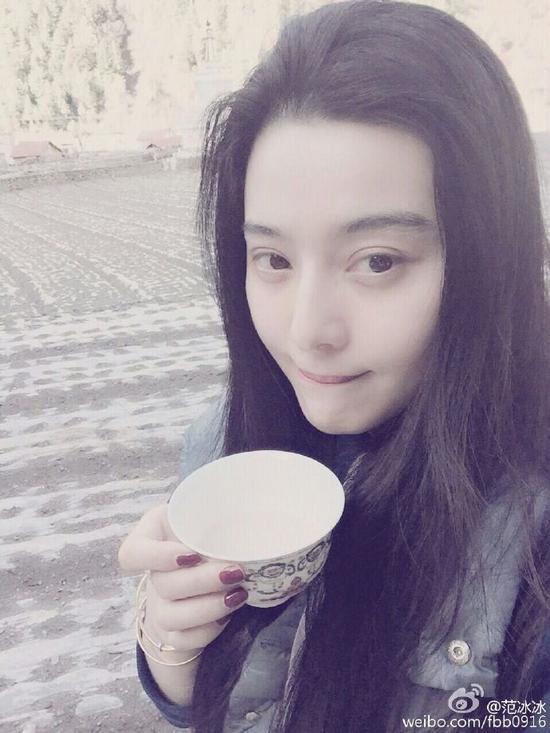 范冰冰微博晒出自己喝酥油茶的照片