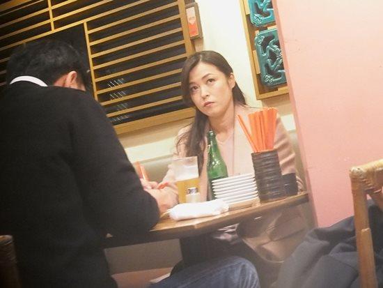 横山惠被拍与丈夫在平价餐馆约会