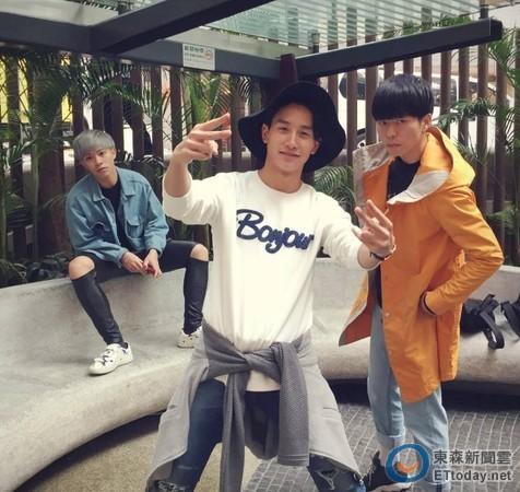 小林竜介(中)和邓佑刚(右)及李础业(左)组成三人男子团体R-ice淮备夏天推出专辑