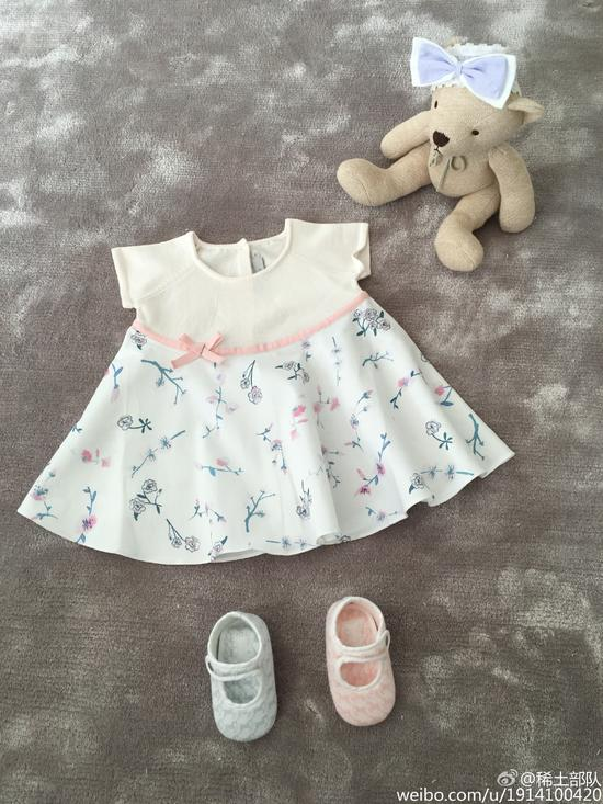 章子怡晒出为女儿搭配的婴儿服