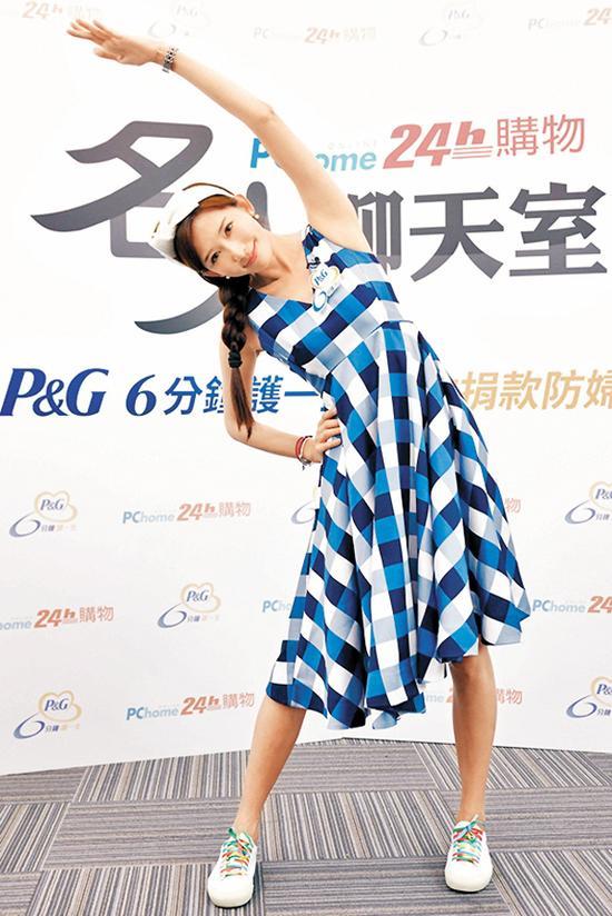 林志玲做健康操 晒母女温馨合照 - 中国日报网