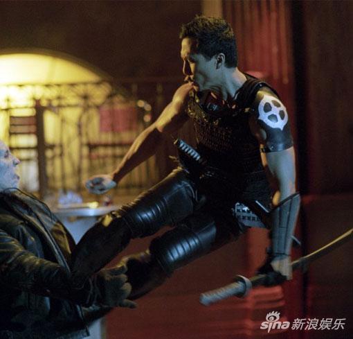 甄子丹出演并担任《刀锋战士2》动作指导。
