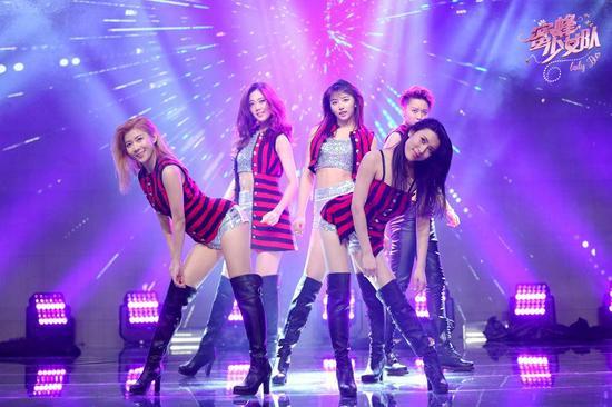 《蜜蜂》中韩少女舞台对决 吴奇隆陷两难