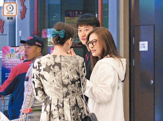 """江若琳走""""婆婆政策"""",拍拖三人行以及买雪糕。"""