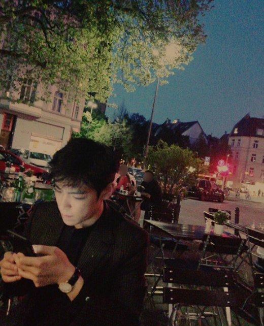 Bigbang成員TOP自曝吸煙照 粉絲勸快戒掉