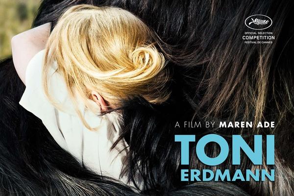 《托尼·厄德曼》海报很有趣