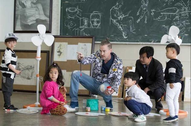 并拍摄《爱上幼儿园》第二季主题曲mv