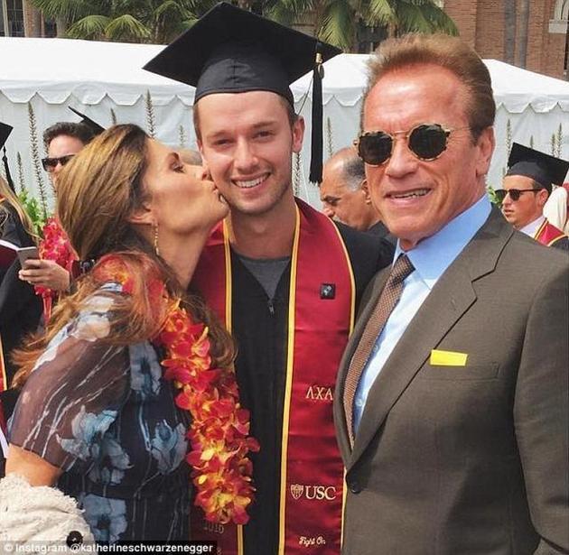 施瓦辛格与前妻和解 共同出席儿子毕业礼