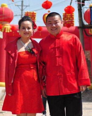岳云鹏和妻子的结婚照