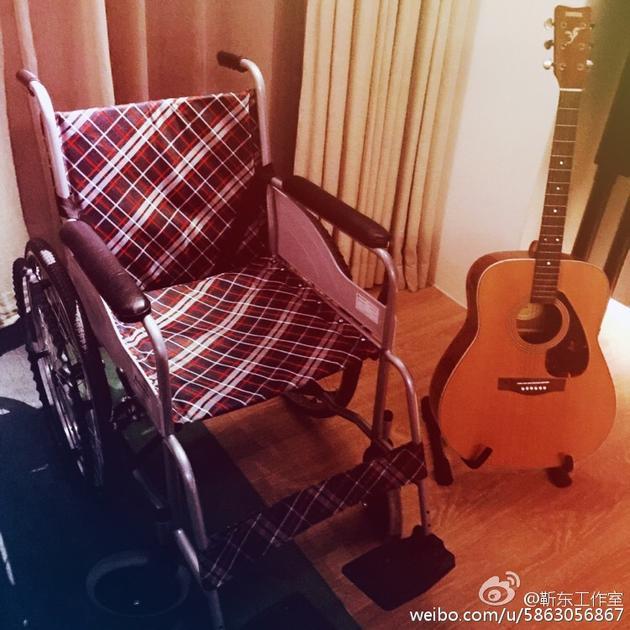 靳东腿部意外受伤 无骨折目前已无大碍