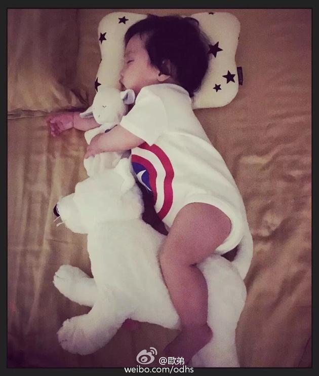 欧弟女儿睡熟