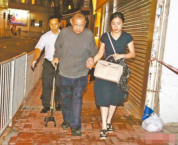 富商刘銮雄和女友甘比