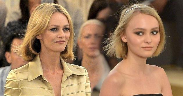 莉莉的母亲凡妮莎(左)也力挺德普不是家暴的人