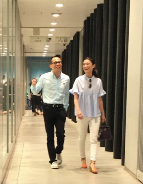 李泽楷被拍到和女伴现身东京银座