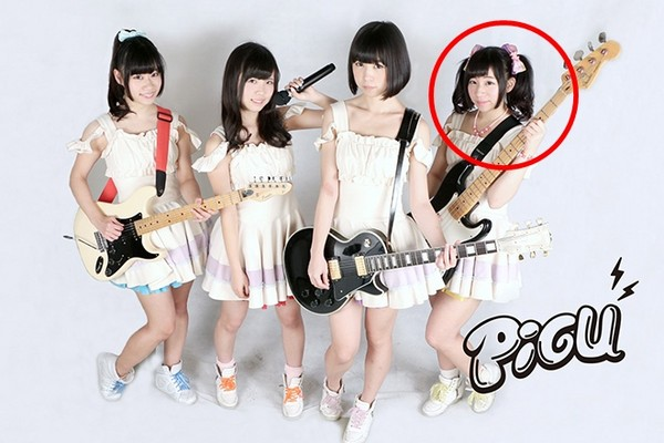佐佐木结音(右一)是女团PiGU成员,因和3名男粉丝发生关系遭开除。