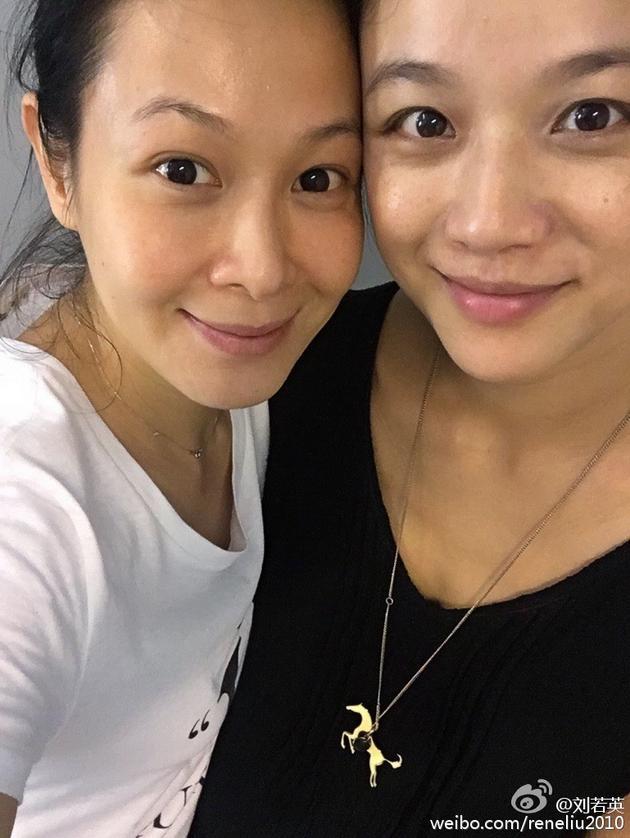 刘若英汤唯纯素颜合影无惧黑眼圈