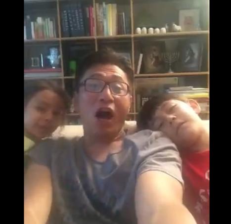 刘烨和孩子们搞怪