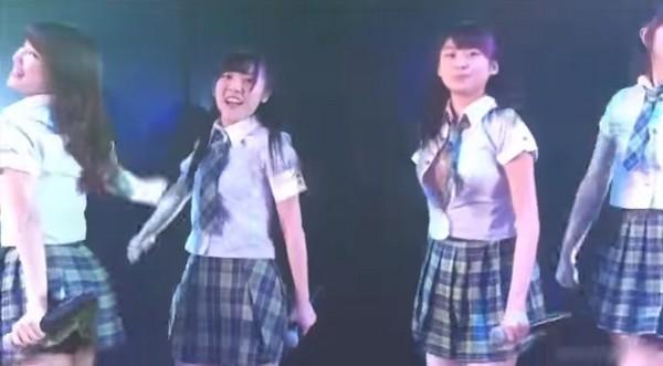 14岁AKB女星台上走光 热舞动作大衬衫爆开