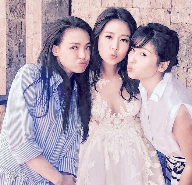 """舒淇(左起)、林心如与刘涛做出卖萌表情,但焦点仍落在""""峰""""骚新娘子的隆起腹部上"""