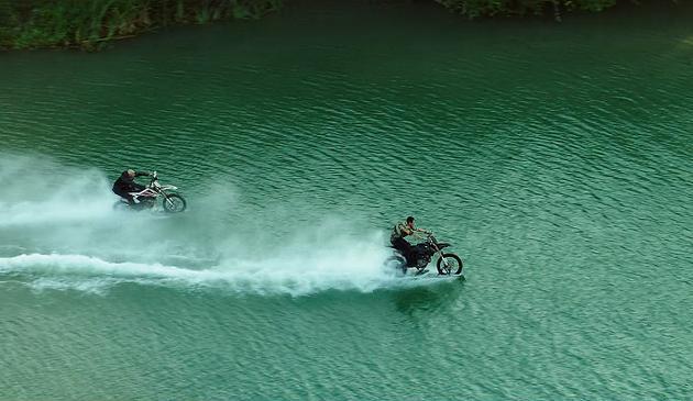 甄子丹与范·迪塞尔水上飞车追逐