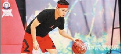 王迅虽然球技不高,但搞笑功力却能带热现场。