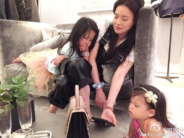 舒淇帮林熙蕾带孩子