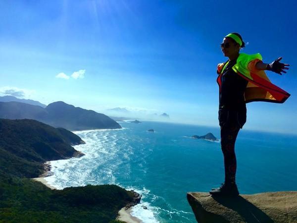 站在悬崖边