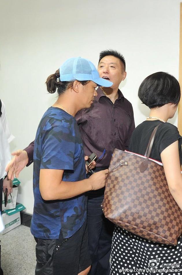 王宝强现身法院正式起诉