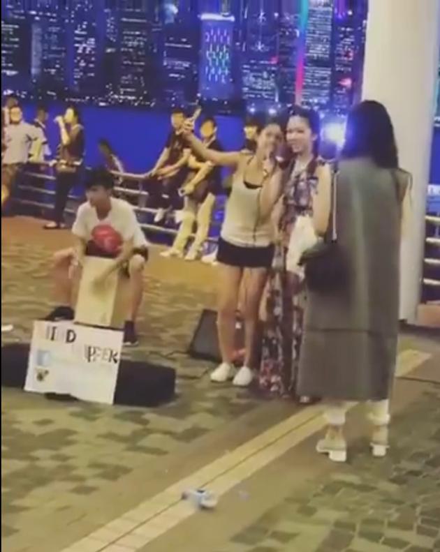 邓紫棋生日与街头艺人合唱《我的秘密》