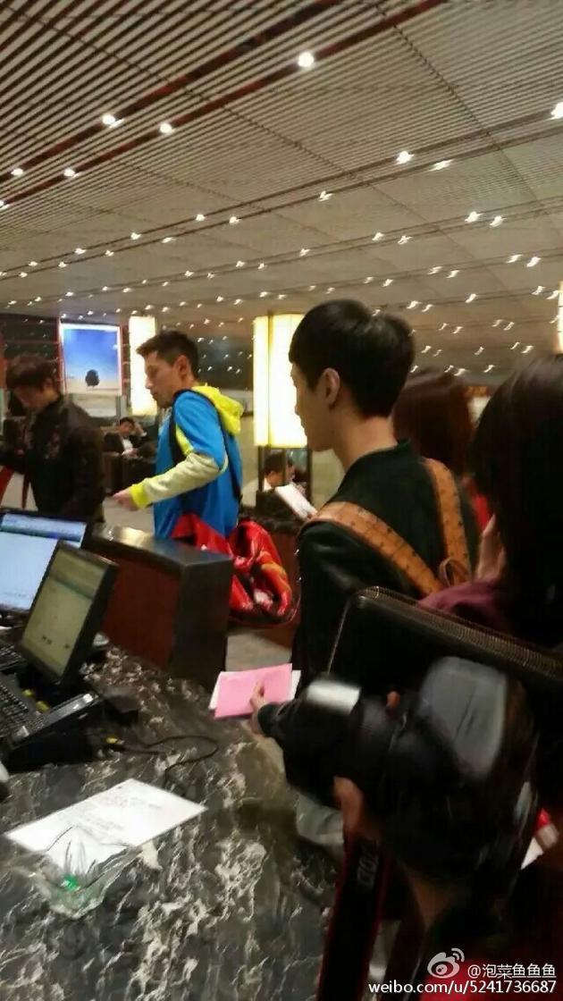 张继科和张艺兴在机场