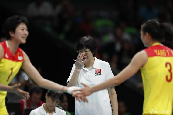 郎平率队夺得奥运会金牌